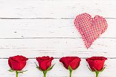 istock Valentine background with red roses and heart 895606310