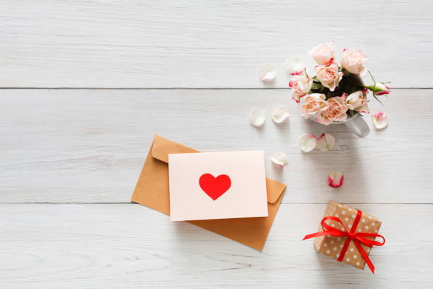 Valentine day background heart and flowers on white wood picture id639714614?b=1&k=6&m=639714614&s=612x612&w=0&h=3nvkksvnocos xgt1pbmscz9tpe1drjpwxi4ugnjs0w=