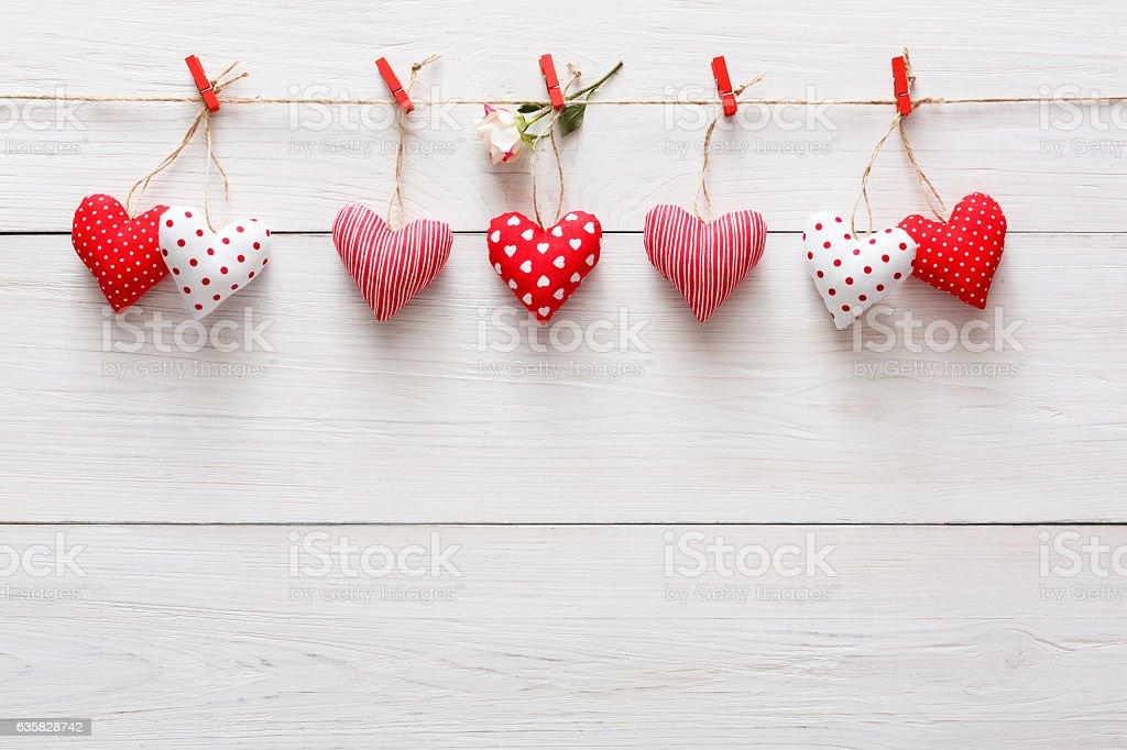Valentine day background, pillow hearts border on wood, copy space - foto de acervo
