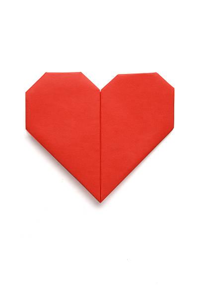 voeux de la saint-valentin amour papier origami en forme de cœur isolé sur w - origami photos et images de collection