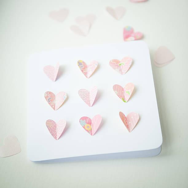 valentinstag-karte mit herz-form-papier ausschnitt (handarbeit by me) - popup cards stock-fotos und bilder
