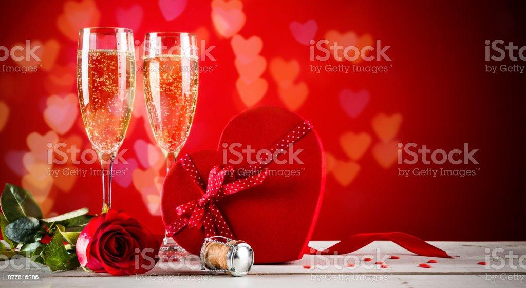 Fundo de dia dos namorados com champanhe - foto de acervo