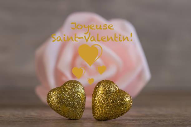 Valentinstag Hintergrund Mit Zwei Goldenen Herzen Auf Holz Foto