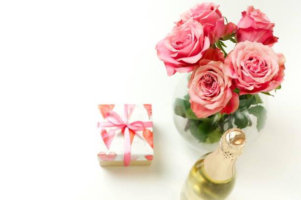 Valentines day birthday background bouquet of pink roses flowers gift picture id1199047427?b=1&k=6&m=1199047427&s=612x612&w=0&h=gjop55jgi wkgyihgdjiavdgbcnp8 g4jvm9rtvmpfi=