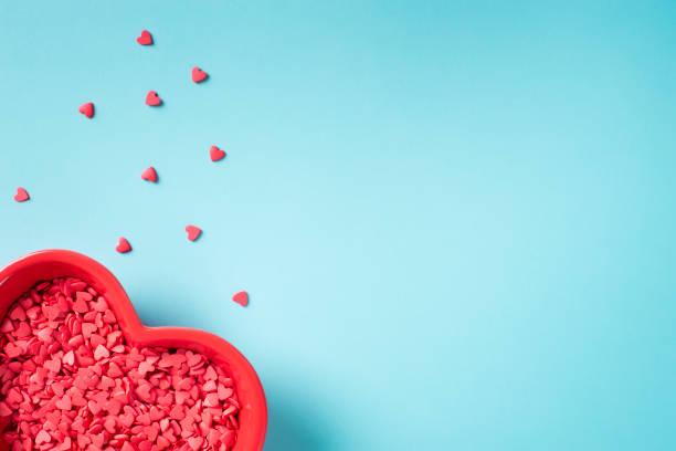 레드 심장 장식 발렌타인 카드 - 발렌타인 카드 뉴스 사진 이미지