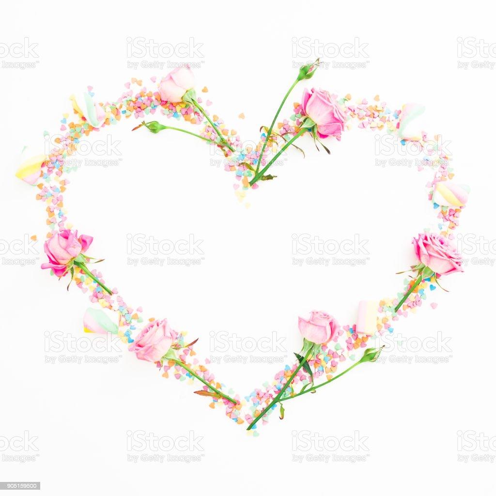 Composition De La Saintvalentin Coeur De Fleurs Roses Et De