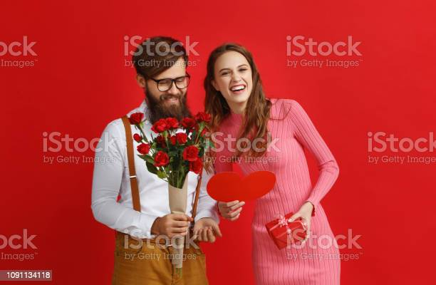 Valentines day concept happy young couple with heart flowers gift on picture id1091134118?b=1&k=6&m=1091134118&s=612x612&h=vbg0e8dermsnuz2a jpo0tucplz00h3 ujqt1vrk2 o=