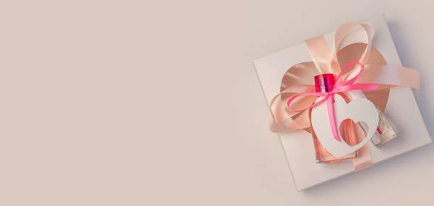 Valentines day creative concept flatlaygift box mockup pink perfume picture id1201621394?b=1&k=6&m=1201621394&s=612x612&w=0&h=7vmw5hxbib9f ahat5pn6kfnwyllqqvuvd elu7tyqs=