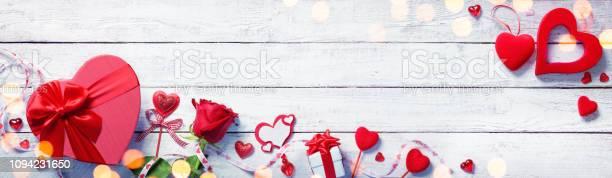 Valentines day decoration with gift on white wooden plank picture id1094231650?b=1&k=6&m=1094231650&s=612x612&h=zeh2vn6n ttcoiib7f73civaljanmxntiaycmqkaxwa=