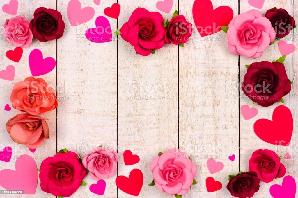 Fotografía de Día De San Valentín Marco De Corazones Y Rosas Contra ...