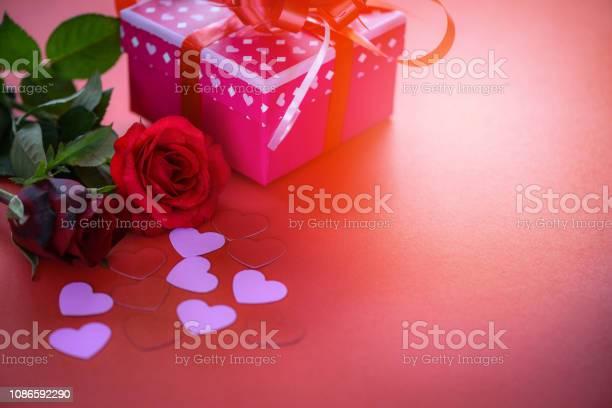 Valentines day gift box flower love concept pink gift box with ribbon picture id1086592290?b=1&k=6&m=1086592290&s=612x612&h=e apjwvwe6xugibtou45k85796x1xvczynfk4s4vkts=
