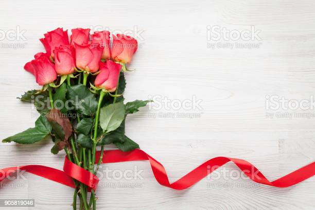 Valentines day greeting card with red roses picture id905819046?b=1&k=6&m=905819046&s=612x612&h=lmcdqfvlwjq1lszc82q2lr8n5kktddzclx9xk2pc7ck=