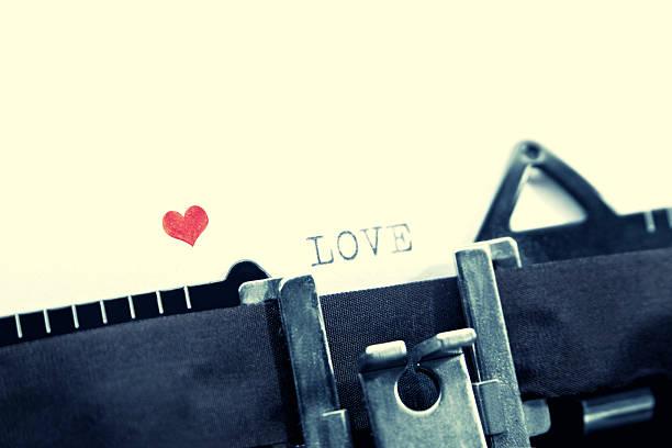 Día de San Valentín mensaje con una vieja máquina de escribir - foto de stock