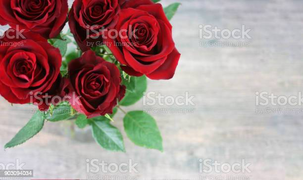 Valentines day red roses over wood background picture id903094034?b=1&k=6&m=903094034&s=612x612&h=nzn2x4eyzulle nk6bjarwnyoh45xdemgv7ojx17buu=