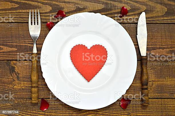 Valentines day table decoration picture id627397744?b=1&k=6&m=627397744&s=612x612&h=nedxyhnmu2vd6qhux1kb qh8oqh m51gzx5sk3yuwdu=