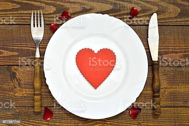 Valentines day table decoration picture id627397744?b=1&k=6&m=627397744&s=612x612&h=nedxyhnmu2vd6qhux1kb qh8oqh m51gzx5sk3yuwdu=