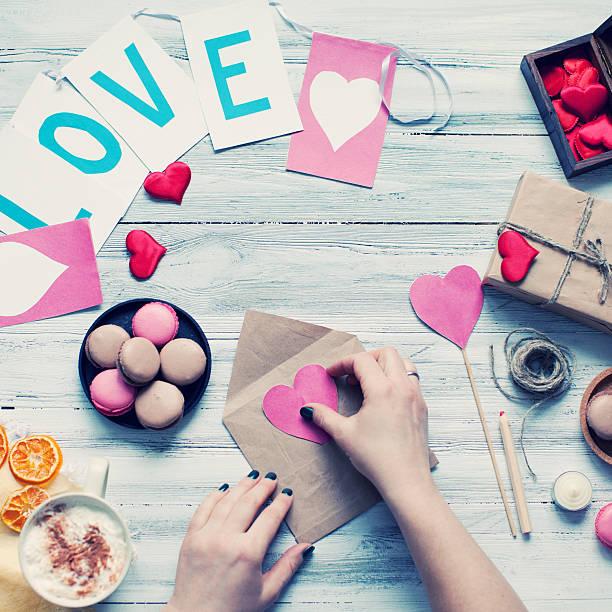 """valentines""""s day - bastelkarton stock-fotos und bilder"""