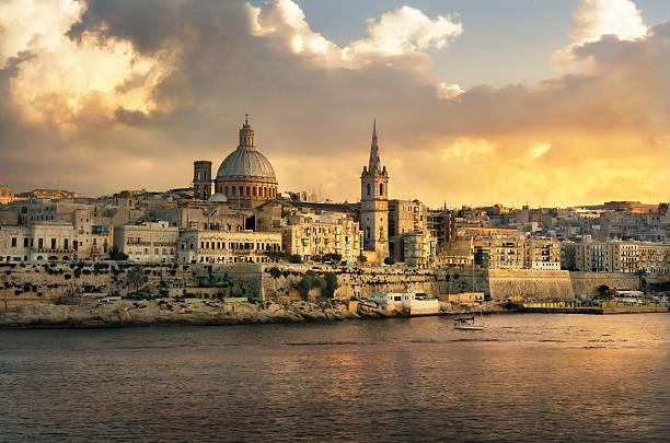 valletta skyline waterfront at sunset. malta - 몰타 뉴스 사진 이미지