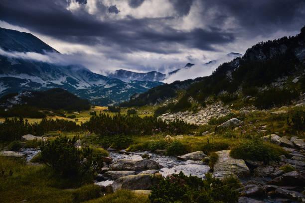 Tal und den See in die Berge bei Sonnenuntergang – Foto