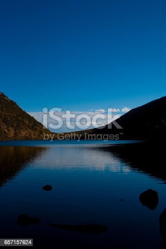 istock Valley Between Bubbles at Jordan Pond on Sunny Day 657157624