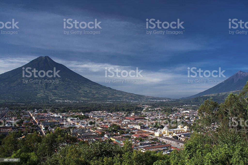 Vallée de Antigua Guatemala et deux volcanos - Photo