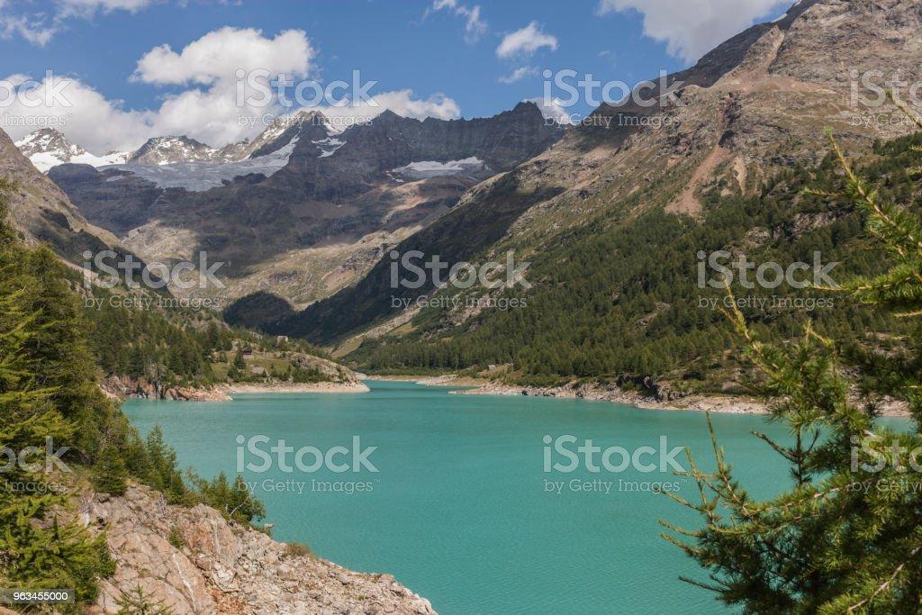 Valpelline, Aosta Vadisi, İtalya. Yapay göl, yer Moulin, Tête de Valpelline, Dent d'Hérens ve İsviçre ile sınırı yakınlarında arka planda Grandes Murailles - Royalty-free Avrupa Stok görsel