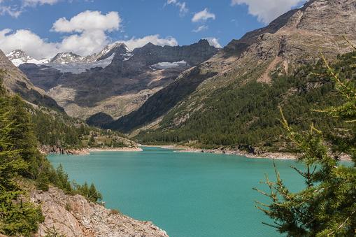 Valpelline Aosta Vadisi İtalya Yapay Göl Yer Moulin Tête De Valpelline Dent Dhérens Ve İsviçre Ile Sınırı Yakınlarında Arka Planda Grandes Murailles Stok Fotoğraflar & Avrupa'nin Daha Fazla Resimleri