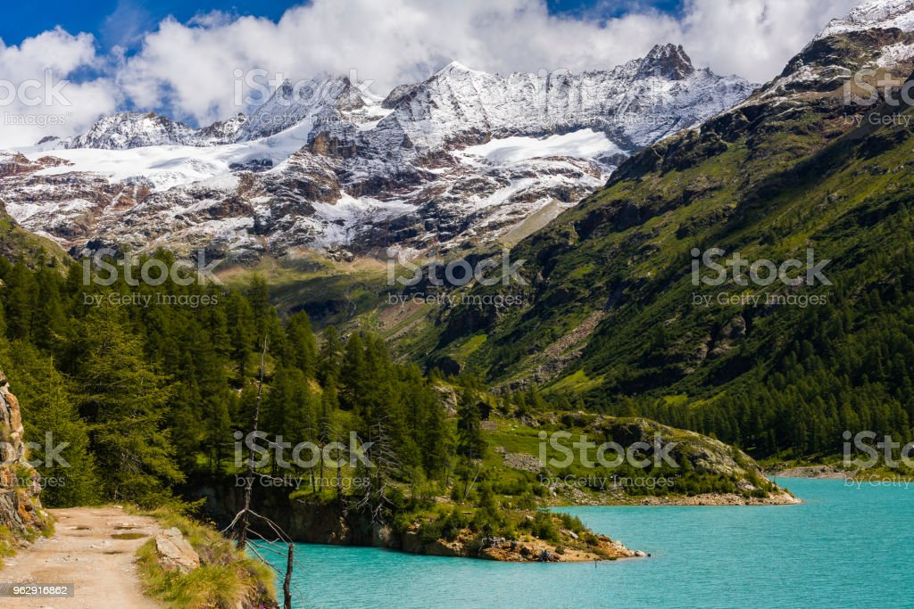 Valpelline, Aosta Valley, Italy. Mountain path running alongside the artificial lake of Place Moulin - foto stock