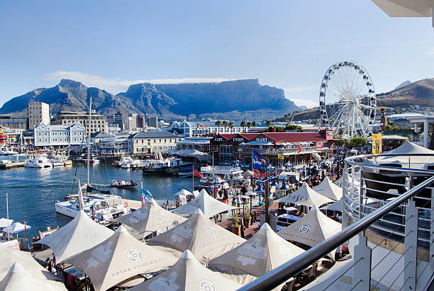 v&a waterfront, cape town - table mountain national park stock pictures, royalty-free photos & images