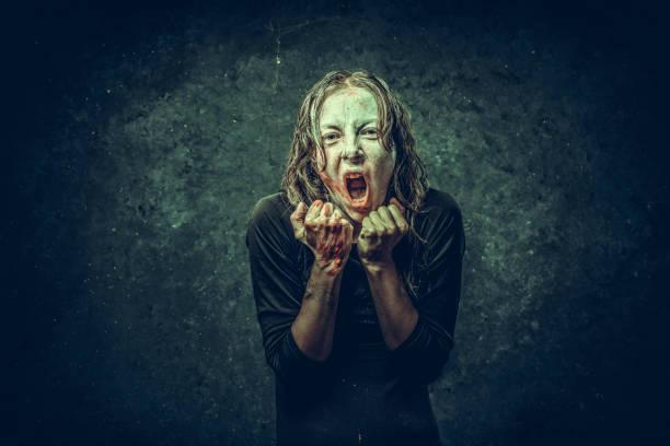 vampir-frau - brüllender tod stock-fotos und bilder