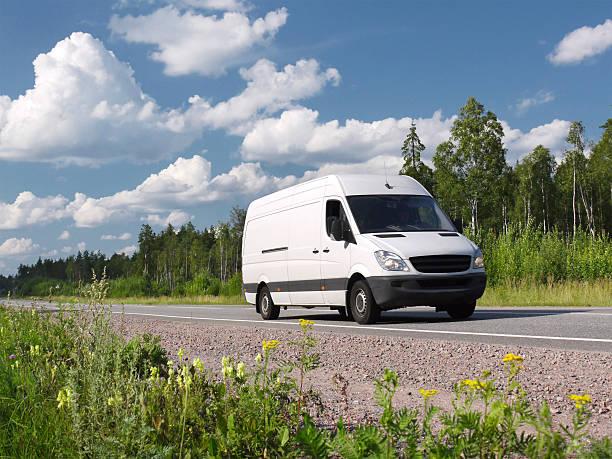 van auf Land-highway – Foto