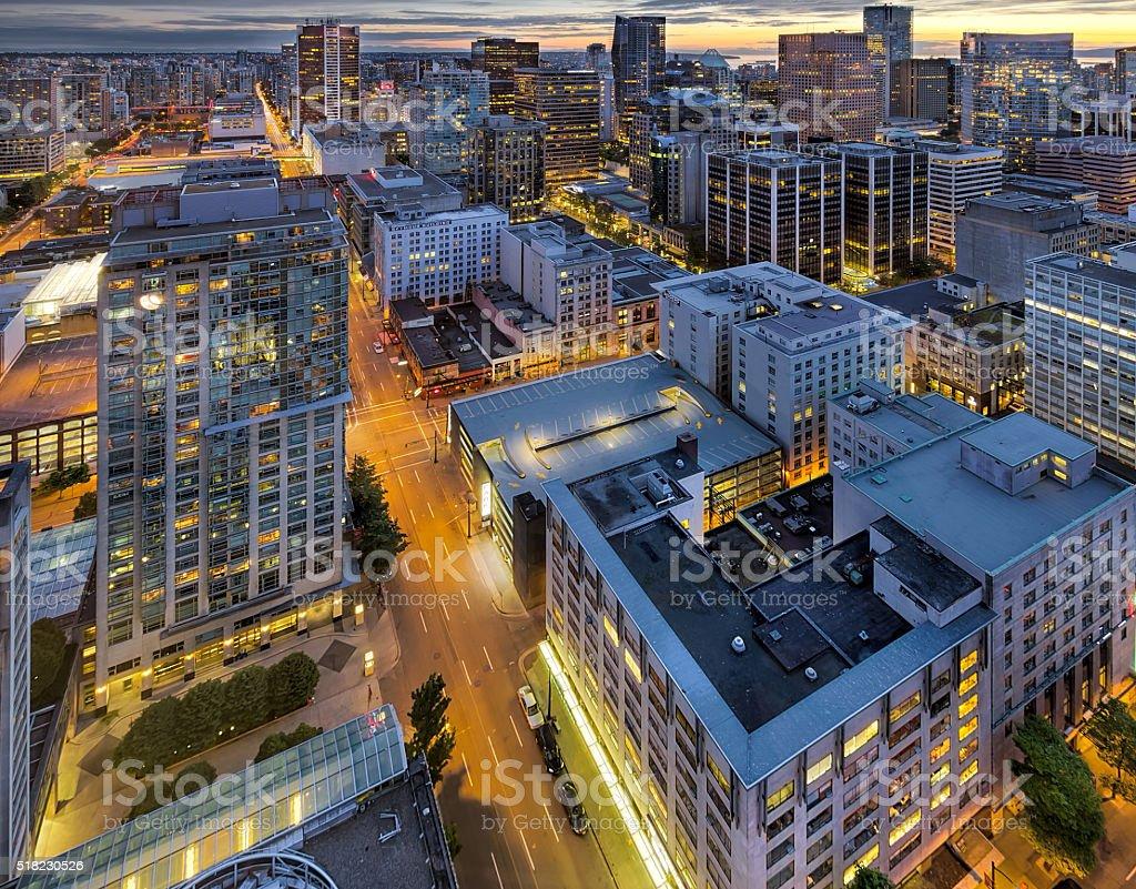 Vancouver V. CHR. Skyline in der Abenddämmerung – Foto