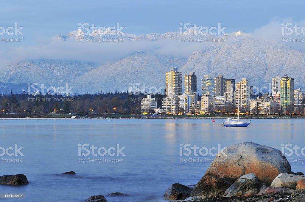 vancouver Stadt mit grouse mountain Hintergrund – Foto