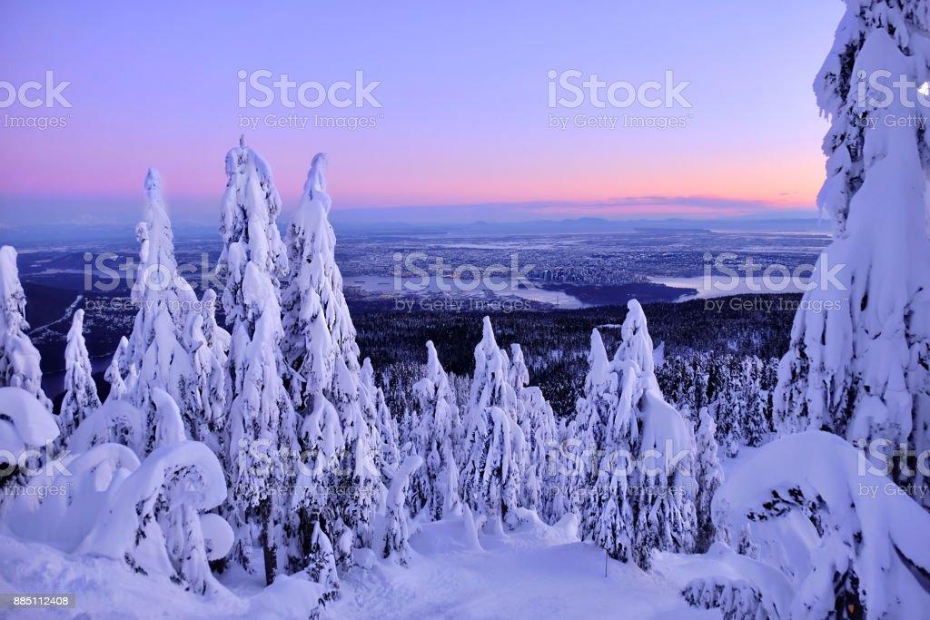 Skyline von Vancouver bei Sonnenaufgang von Cypress Mountain im Winter. – Foto