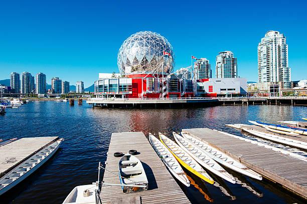 vancouver skyline canada - vancouver canada stockfoto's en -beelden