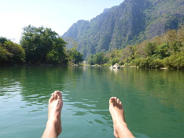 vang vieng, laos.  nam song river tubing - vang vieng stock-fotos und bilder