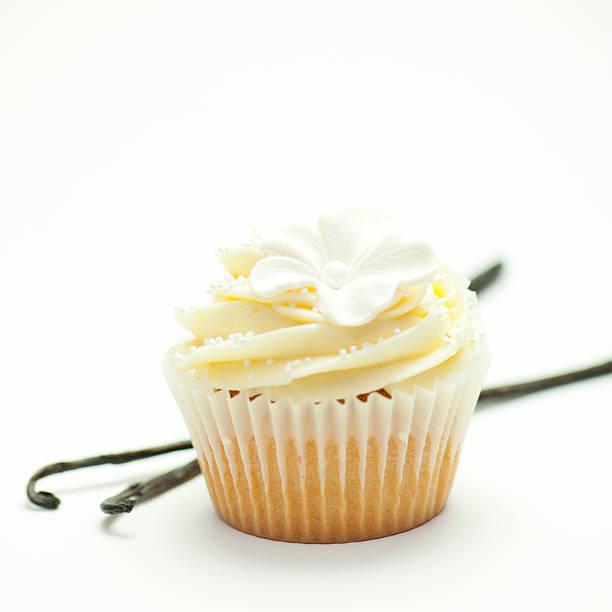 vanille cupcakes - vanille muffins stock-fotos und bilder