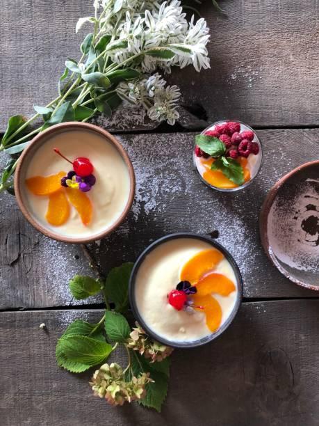 vanille pudding - b767 stock-fotos und bilder