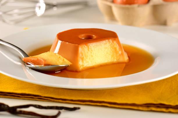 vanillepudding - dessert stock-fotos und bilder