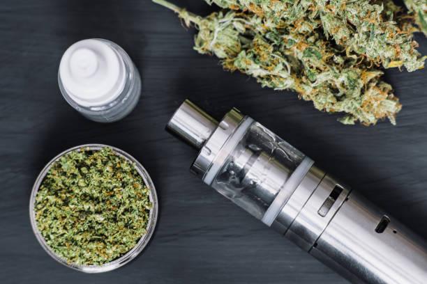 Cтоковое фото Vaping Marijuana Vapor Vape e-cigarette