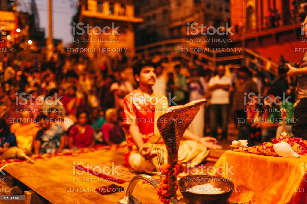 Varanasi Hindu ritual held on one of Varanasi's ghats. foto stock royalty-free
