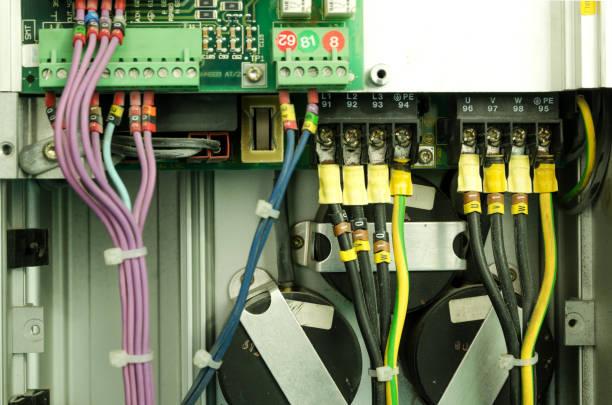 variabler geschwindigkeit wechselrichter umrichter, einheit für die spannung stabilisierung - frequenz stock-fotos und bilder