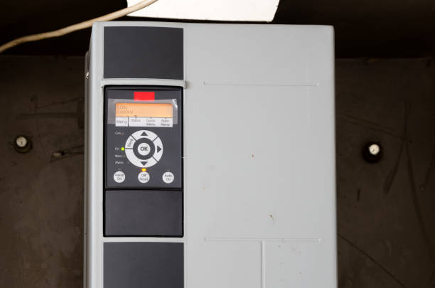 variabler geschwindigkeit wechselrichter umrichter, einheit für die spannung stabilisierung - frequenzen stock-fotos und bilder
