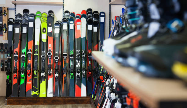 variety of alpine skis for sale in modern sports equipment store - negozio sci foto e immagini stock