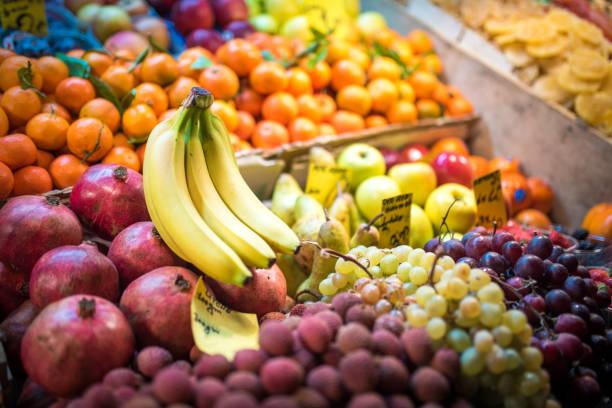 mängd färsk frukt på livsmedelsmarknaden - cooking sho bildbanksfoton och bilder