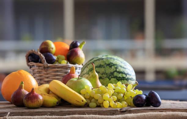 auswahl an frischem obst - melonenbirne stock-fotos und bilder