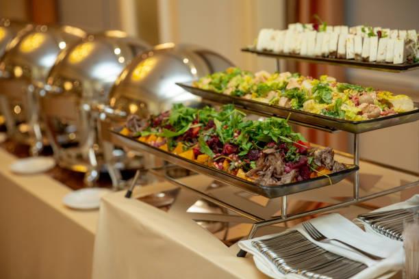 variety of fresh salads in a buffet - muita comida imagens e fotografias de stock
