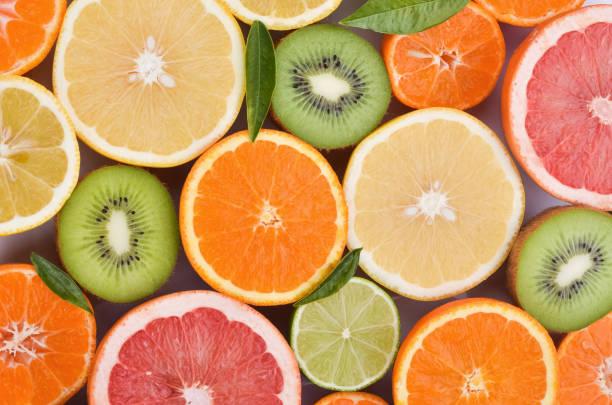 verscheidenheid van sappige citrusvruchten - vitamine c stockfoto's en -beelden