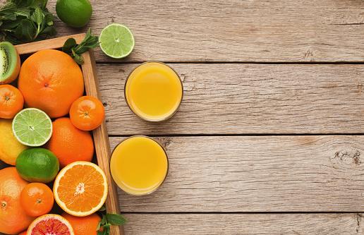 다양 한 나무 배경에 익은 Citruses 0명에 대한 스톡 사진 및 기타 이미지