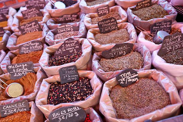 Variété d'épices sur Affichage en magasin - Photo